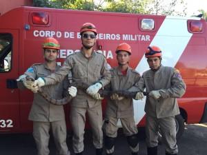 militares com jiboia